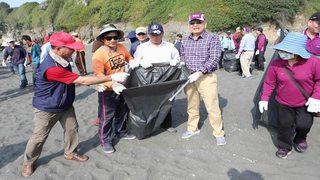 台船舉辦維護海洋淨灘暨防治污染宣導活動
