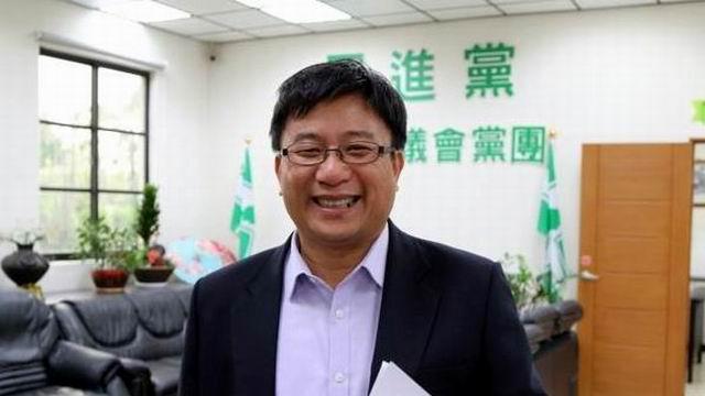 鄭光峰關心長照 宣布投入民進黨立委初選