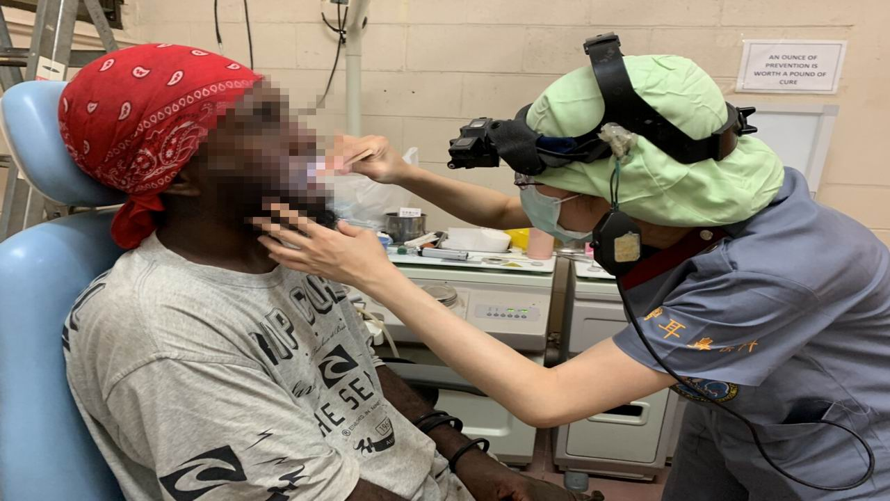 讓索國人聽見台灣聲音 高醫組團前往治耳疾