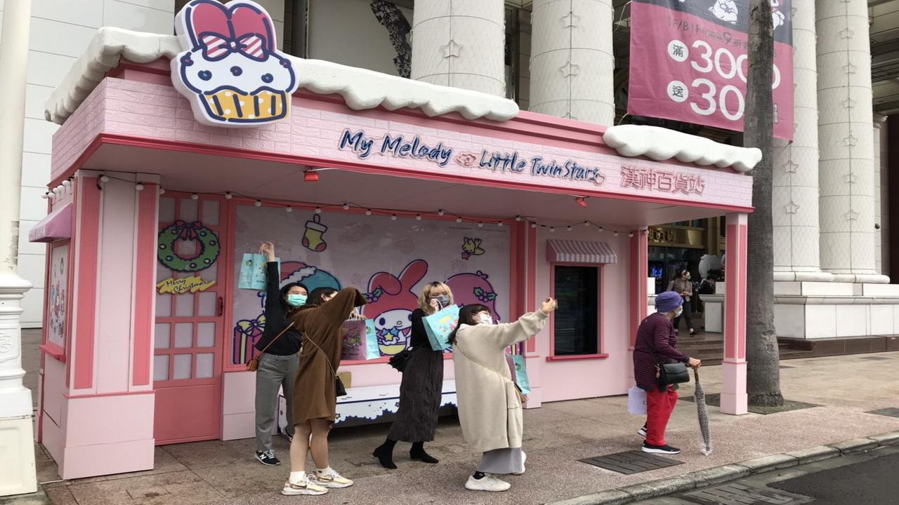 漢神百貨超粉耶誕站候車亭成高雄打卡新熱點