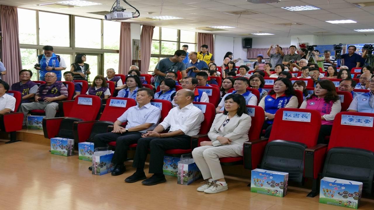 高市議會進行專案考察 韓國瑜率局處首長陪同說明