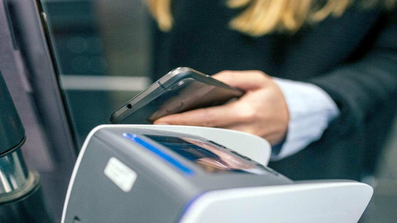日本10月調漲消費稅 民眾紛用電子支付購物