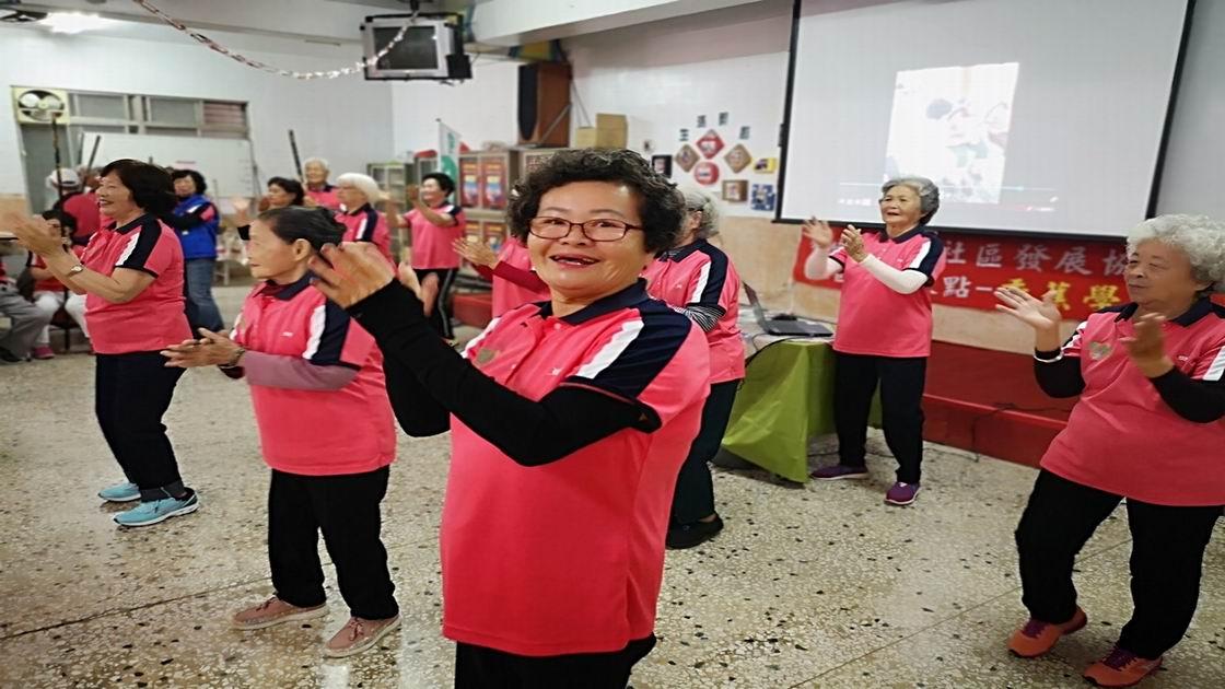 樂活長輩 旗山東平社區香蕉學堂據點開課