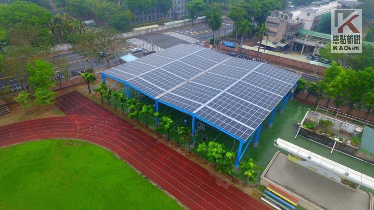 全國首創 地下停車場上蓋光電球場啟用
