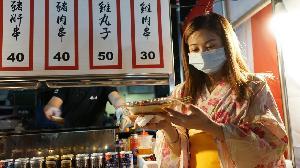 一德勞工夜市推「偽出國」 日本街試營運全賣光