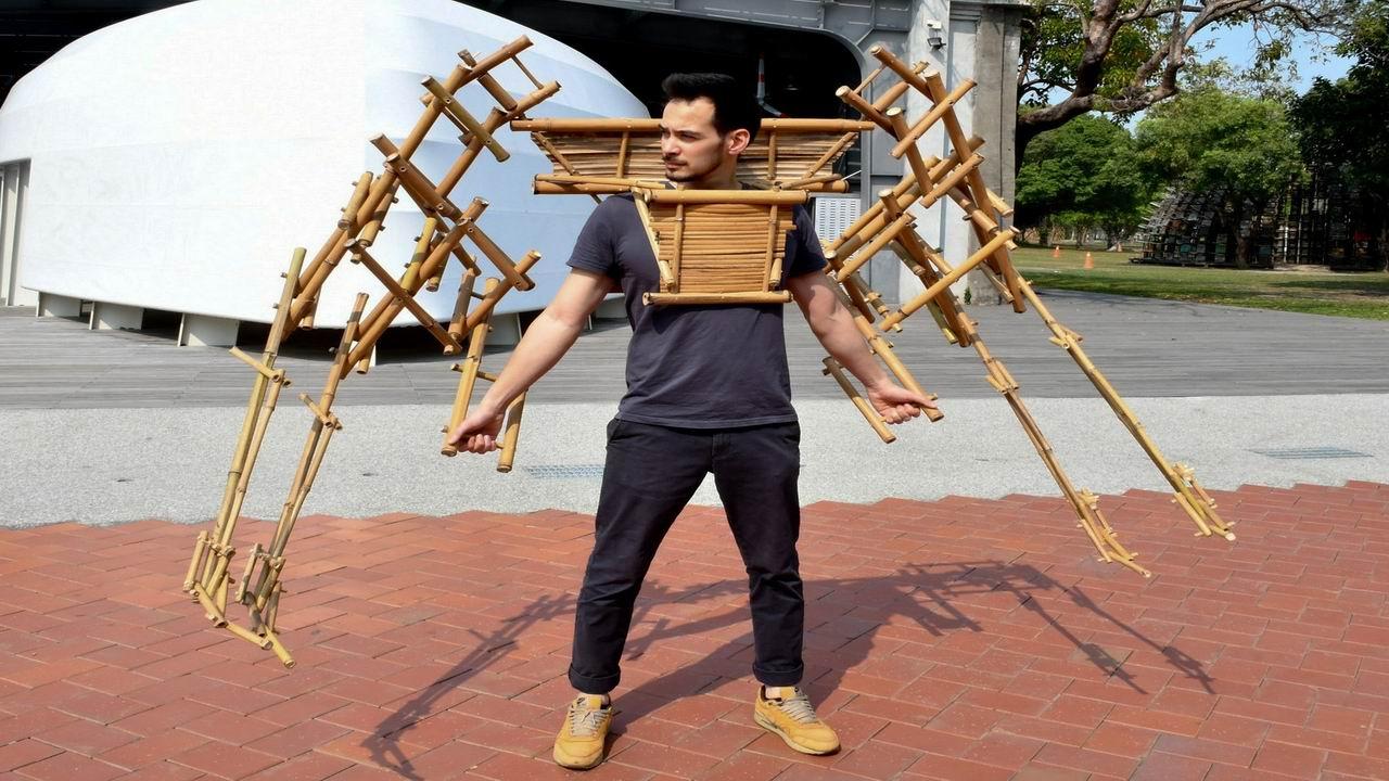 駁二法籍藝術家新創意 做出幻想仿生肢體